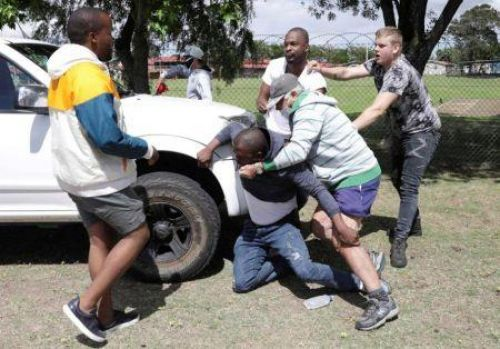 S. Africa: Interracial violence erupts following a new episode of racism in Cape Town school