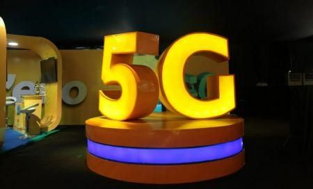 south-africa-5g-competition-between-mtn-and-vodacom-increases-as-end-of-year-celebration-looms