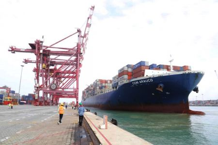 benin-terminal-welcomes-a-300-m-container-ship-for-the-first-time-ever