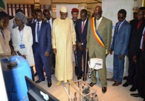 Chad's Idriss Deby lifts ban on social media