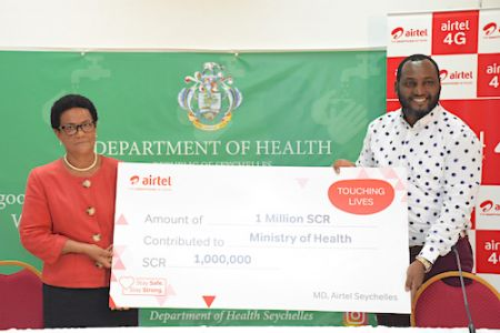 airtel-seychelles-donates-r1-million-to-the-ministry-of-health