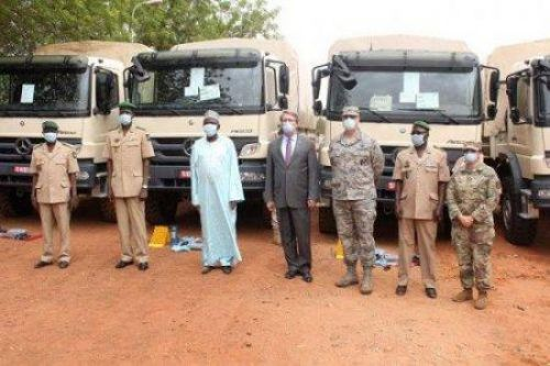 The U.S. provides Niger with 10 military trucks to counter terrorism